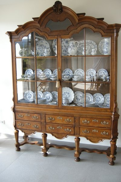 hollaendische barockvitrine 1790 10001. Black Bedroom Furniture Sets. Home Design Ideas